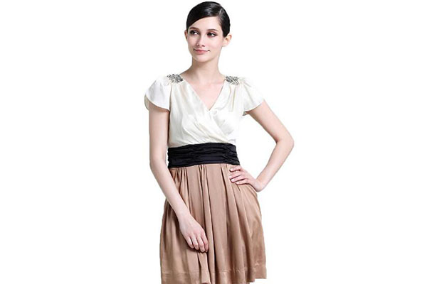 V领裙子领口太低怎么办