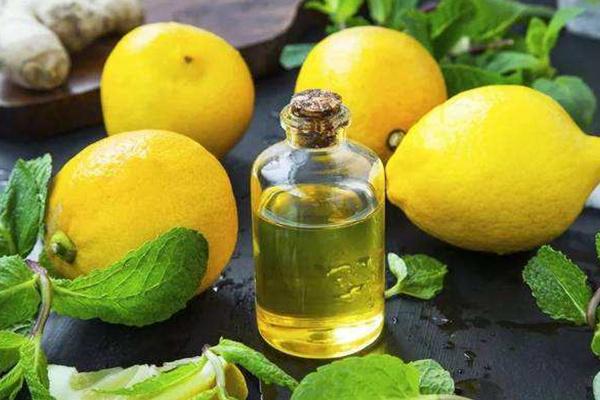 脸上怎么使用柠檬精油