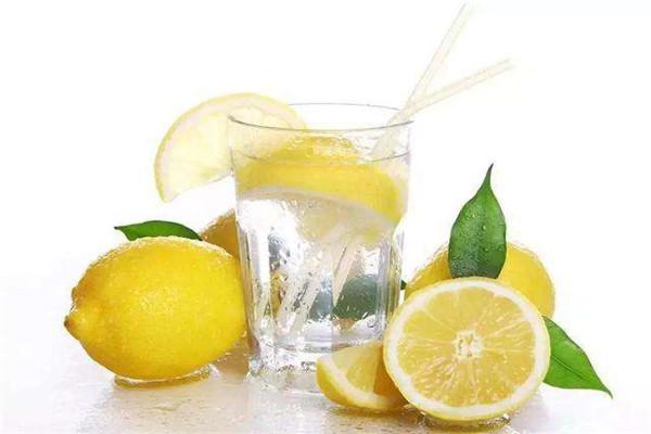 柠檬水什么时候喝可以美白
