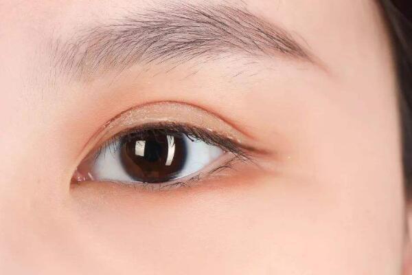 肿泡眼怎么贴双眼皮贴