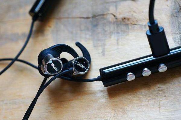 蓝牙耳机第一次充电充多长时间