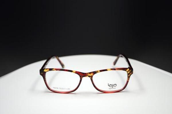 眼镜刮花了怎么修复