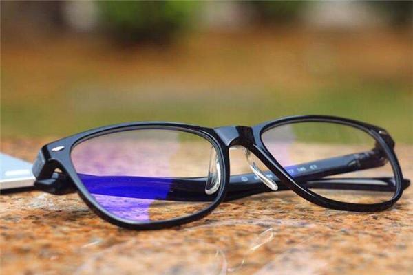 防蓝光眼镜能一直带么