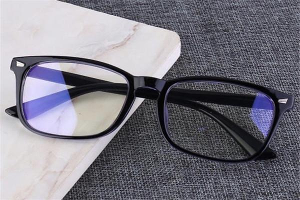 防蓝光眼镜能日常带吗